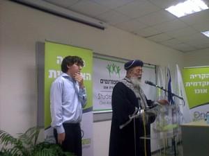 """הרב שלמה עמאר עם מנכ""""ל אגודת הסטודנטים, נחמן שפירא- תלמיד התכנית"""