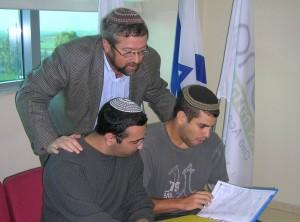 הרב רייס עם סטודנטים